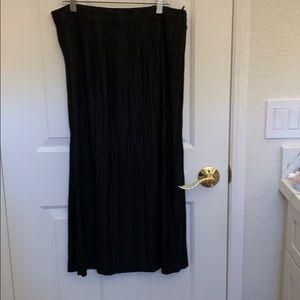 Uniqlo black midi skirt new
